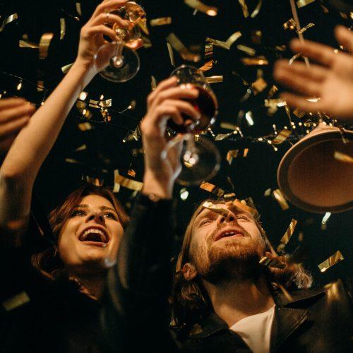 people-holding-wine-glasses-3171811